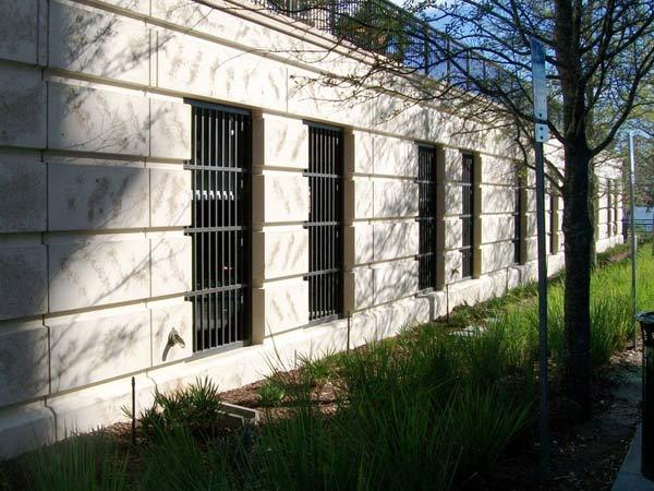 Inferriate per finestre lodi monza brianza montaggio installazione grate di sicurezza edifici - Griglie per finestre ...